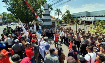 Aksi 3 LSM Unjuk Rasa Tuntut Diskualifikasi Kades Diduga Berijazah Palsu