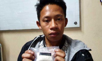 TERSANGKA : Sandi saat diinterogasi petugas di Mapolres Situbondo. (im)