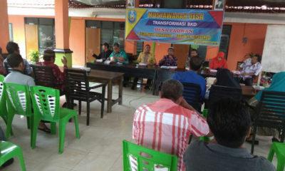 Kepala Desa Paowan H.Ach.Homaidi tampak memberikan sambutan di acara Musdes Transformasi BKD. (im)