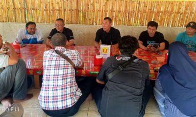 NGOPI BARENG: Kasubbag Humas bersama Tim Humas Polres Situbondo saat silaturahmi dengan Wartawan Situbondo. (imam)