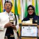 TERIMA PENGHARGAAN : Bupati dan Kepala Bappeda Situbondo terima Penghargaan Swasti Saba dari Mendagri dan Menkes (imam)