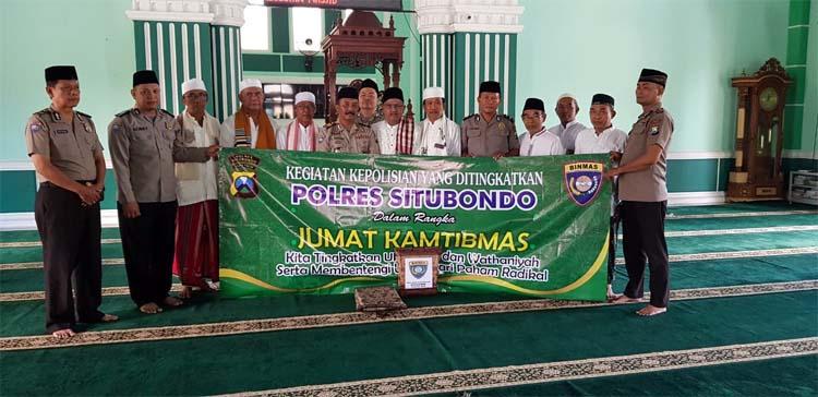 Foto Bersama di Masjid Besar Nurul Abror Panarukan. (imam)