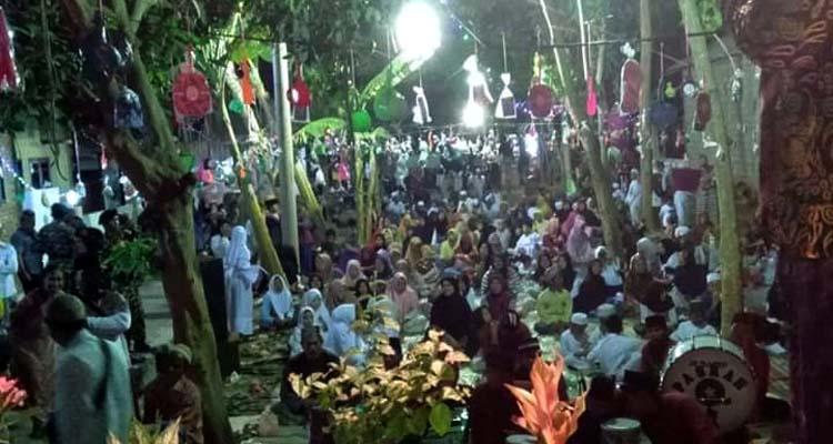 PAWAI OBOR: Remaja Masjid Kotakan Cangkreng (REMAS KOCENG) Dusun Cangkreng, Desa Kotakan, Kecamatan Situbondo Kota, Kabupaten Situbondo, Jawa Timur. (imam)