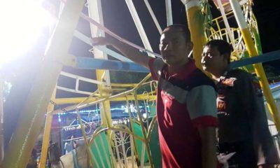 Petugas saat olah TKP di tempat hiburan rakyat Kapongan. (imam)