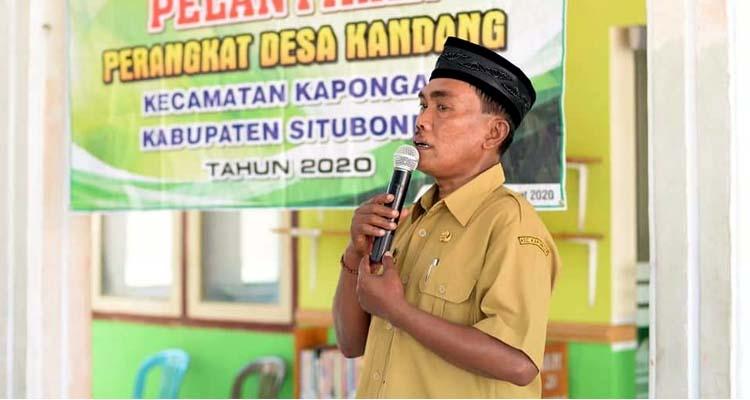 Kepala Desa Kandang, H Kusnadin Birri saat memberikan sambutan. (imam)