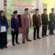 PROSESI PELANTIKAN: Kepala Desa Kandang H Kusnadin Birri saat melantik 1 Kasi Kesra dan 5 Kepala Dusun, kemarin. (imam)