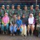 Kepala Dusun Barat Sawah bersama warganya mengucapkan terima kasih kepada Bapak-bapak TNI dan Pemkab Situbondo. (im)