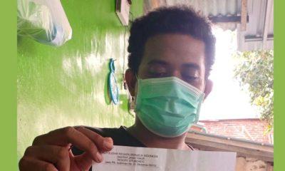 DILAPORKAN POLISI : Relawan Covid-19 Moh Rayan menunjukkan bukti laporan polisi. (im)