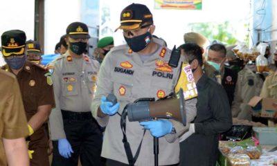 BERI HIMBAUAN: Kapolres Situbondo AKBP Sugandi SIK M Hum bersama Bupati Situbondo H Dadang Wigiarto SH. (her/im)