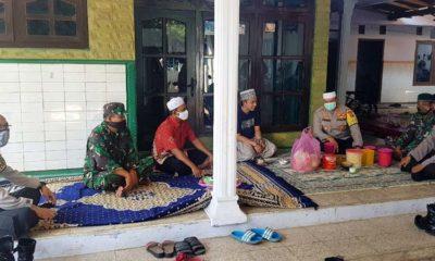 SILATURAHMI: Kapolres Situbondo AKBP Sugandi SIK M Hum saat silaturahmi pada tokoh agama. (im)