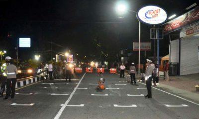 Adaptasi Kebiasaan Baru, Polres Situbondo Terapkan Aturan Jaga Jarak di Area Traffic Light