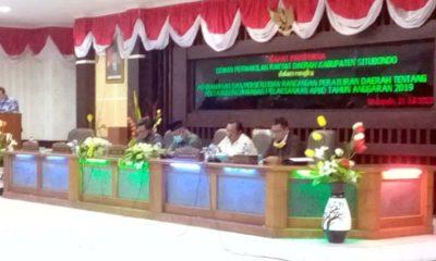 Bupati Situbondo H Dadang Wigiarto SH saat memberikan laporannya. (her)