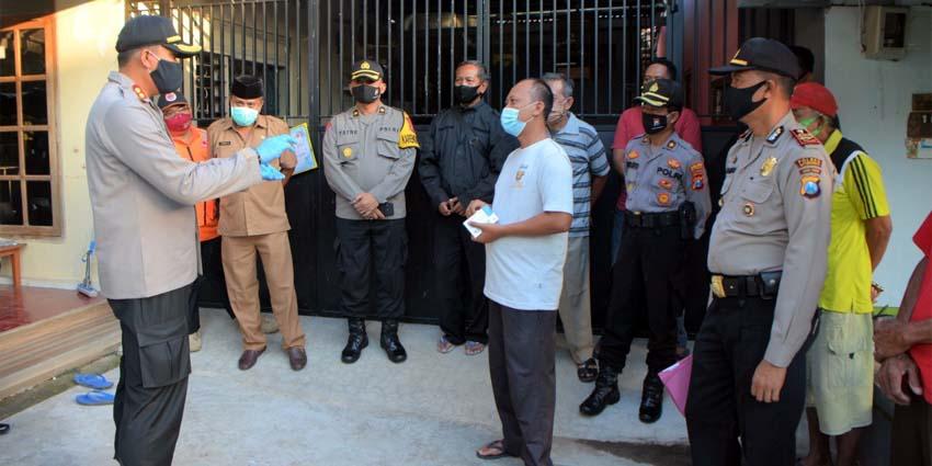 Kunjungi KTS Plaosa, Kapolres Situbondo Bantu Alat Cuci Tangan dan Obat Herbal