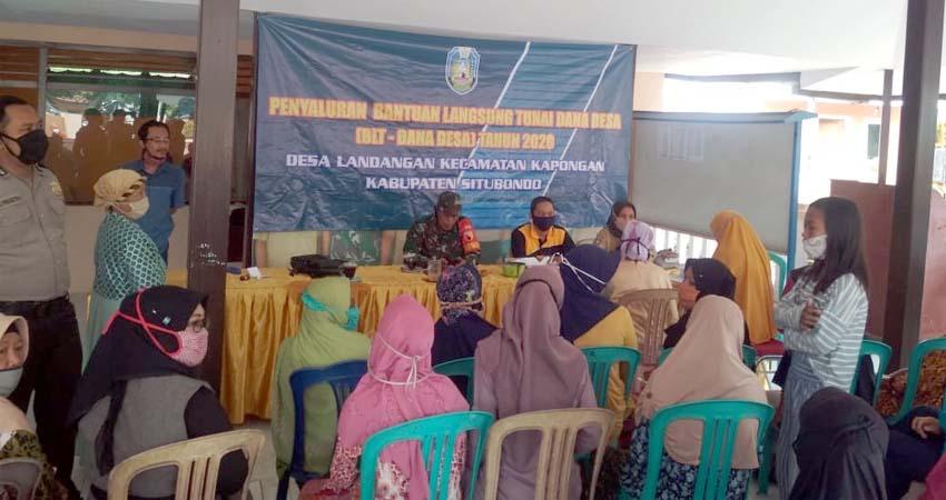 Penyaluran BLT-DD tahap III yang di laksanakan di Kantor Desa Landangan, Kecamatan Kapongan, Kabupaten Situbondo. (im)