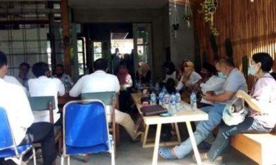 Para distributor pupuk saat dikumpulkan oleh Komisi II DPRD Situbondo. (her/im)