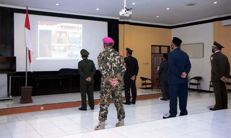 Jajaran Forkopimda Situbondo saat mengikuti upacara secara virtual. (im)