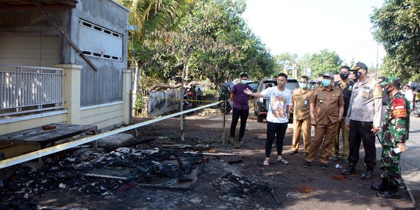Kapolres, Bupati, Dandim 0823 Situbondo saat meninjau lokasi kejadian. (her)