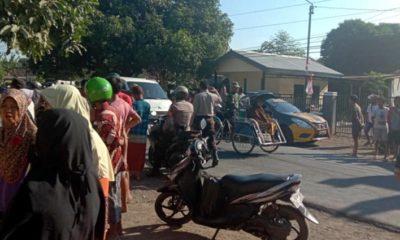 Situasi saat terjadi bentrok antara gerombolan anggota pencak silat dan warga Desa Kayuputih. (im)