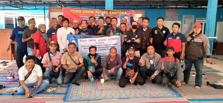 FOTO BERSAMA: Ketua MOI Jawa Timur Agung Santosa bersama Pemred, Ka Biro, wartawan, lembaga partner dari Kabupaten Situbondo dan Bondowoso. (her)