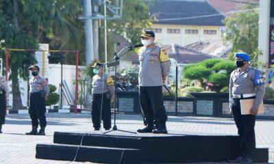 Kapolres Situbondo AKBP Achmad Imam Rifai SH SIK M PICT M ISS saat memberikan arahan. (im)