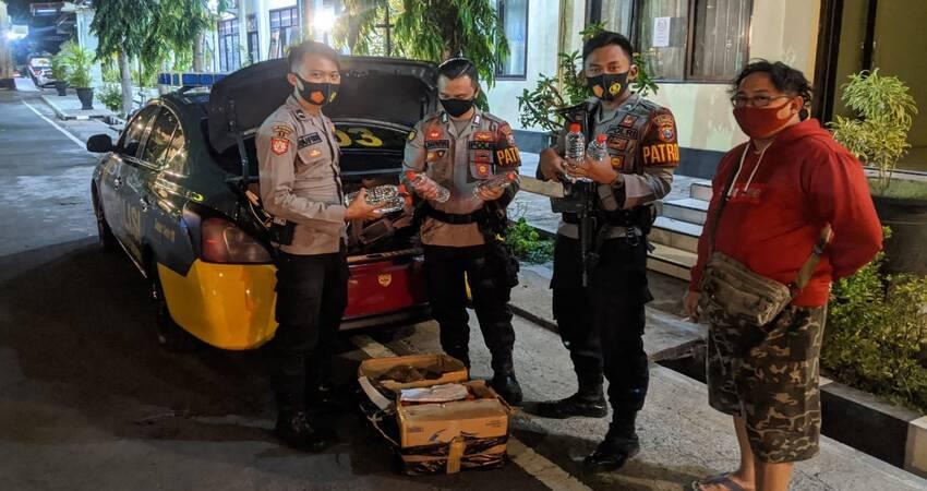 47 botol Miras jenis arak yang diamankan Polisi. (im)